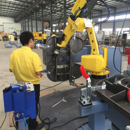 机器人焊接牵引座鞍座